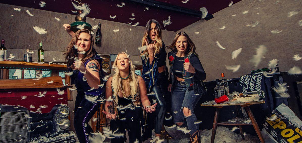 Die rein weibliche Rockband Thundermother kommt aus schweden.