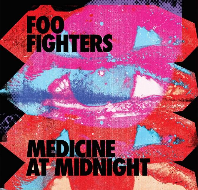 """Auf dem Albumcover """"Medicine At Midnight"""" von Foo Fighters sind verschiedene Rot-, Pink- und Blautöne zu sehen."""