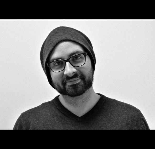 Schwarz-weiß Porträt von Dominik Schweiger