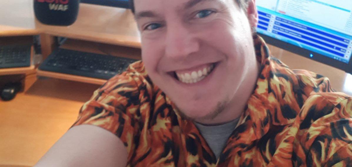 Mike Mathis hat ein Selfie in seinem Radiostudio bei Radio WAF gemacht.