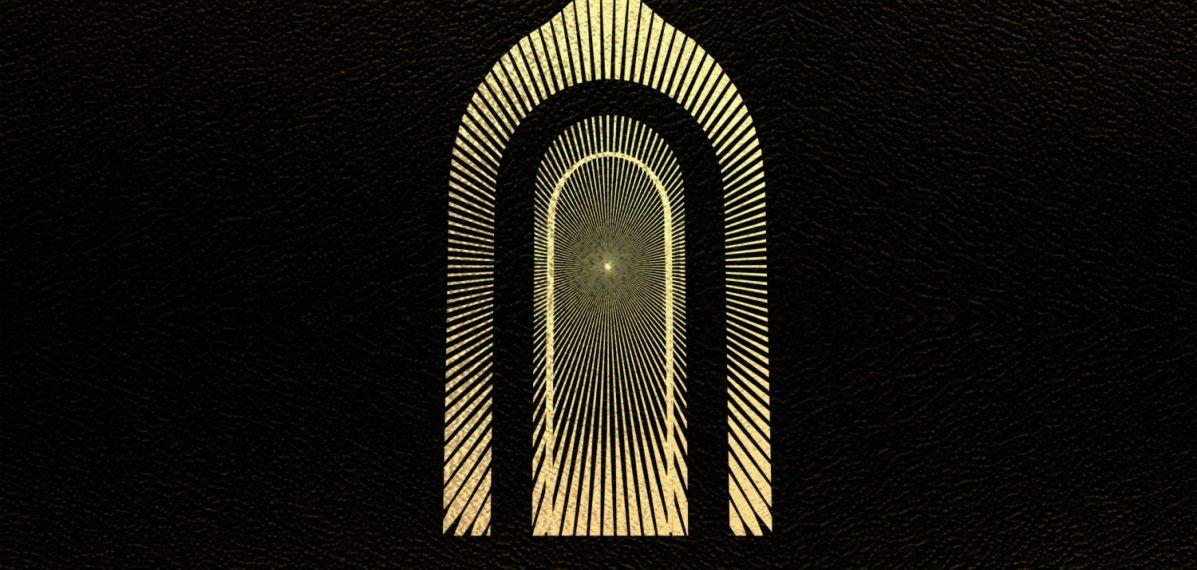 """Das Albumcover """"The Battle At Garden's Gate"""" von Greta Van Fleet ist schwarz. In der Mitte sieht man ein gelbes Tor."""