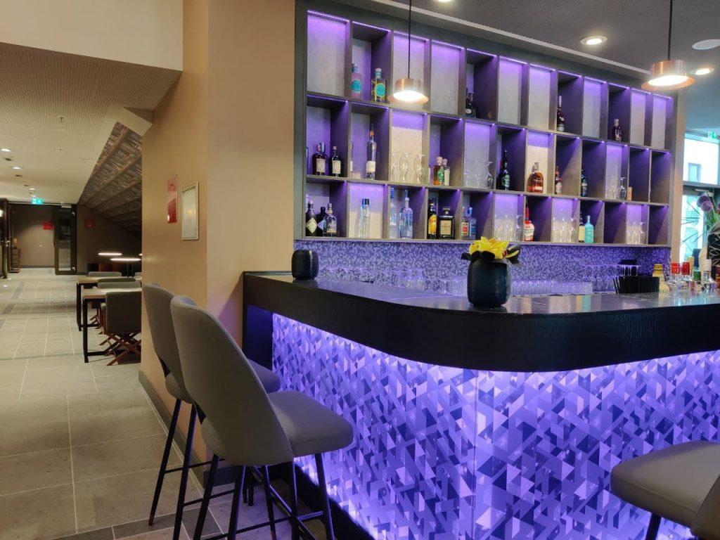 Das Foto zeigt den Barbereich des Hotels Leonardo Royals.