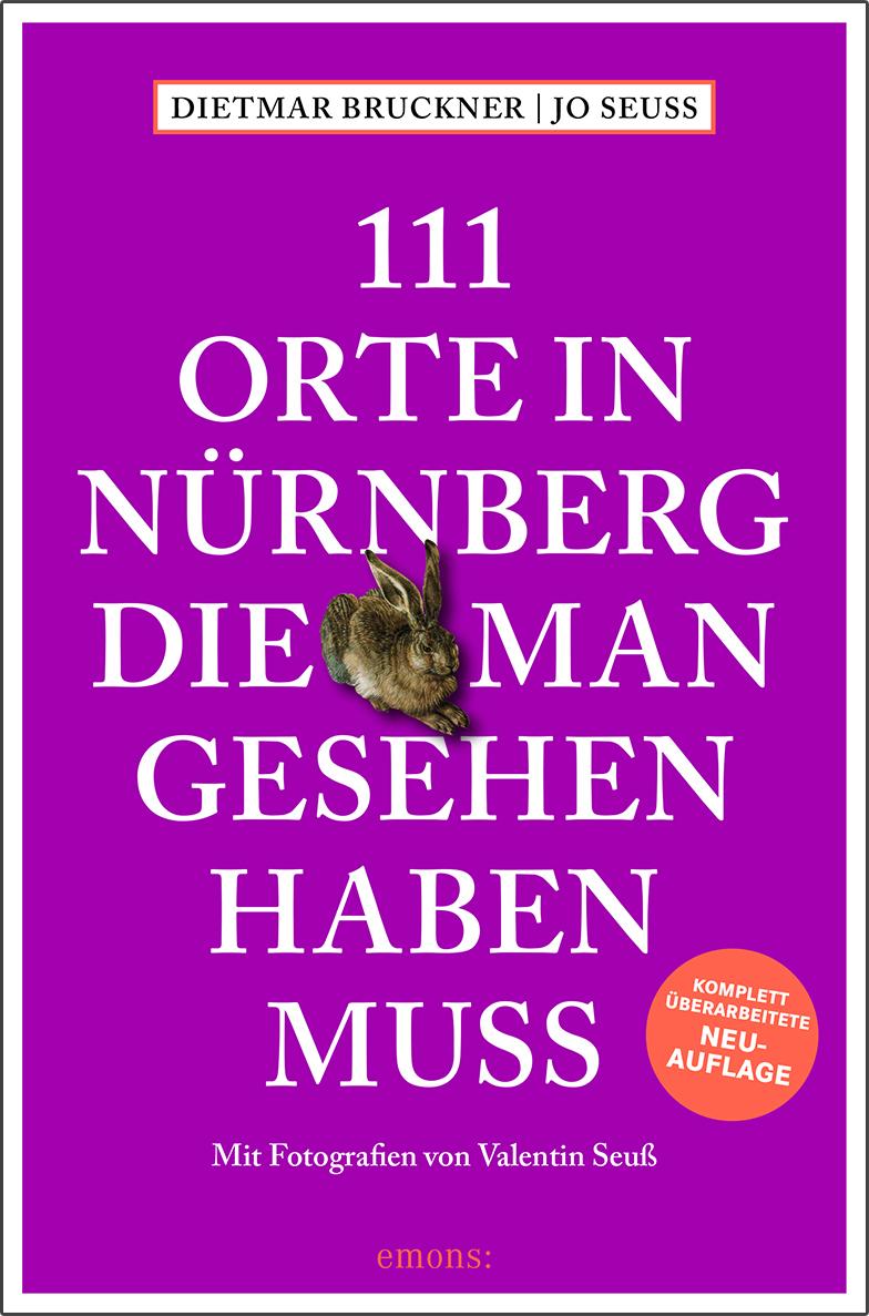 """Das Buchcover von """"111 Orte in Nürnberg die man gesehen haben muss"""" ist pink und in der Mitte des Buchs und des Titels ist der Hase von Dürer zu sehen."""