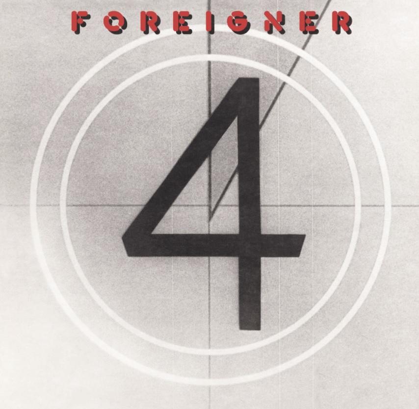 """Das Albumcover """"4"""" von Foreigner besteht aus einer großen, schwarzen Vier, die wie ein Countdown aus einem Filmvorspann gestaltet ist."""