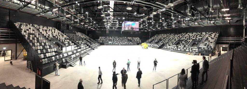 Das Panoramafoto zeigt die KIA Metropol Arena von innen.