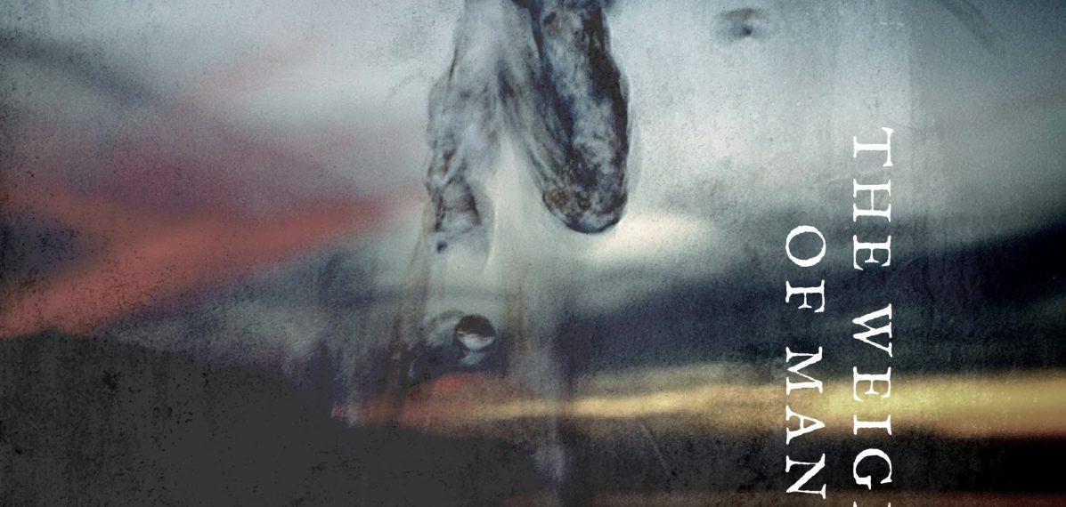 """Auf dem Albumcover """"The Weight Of Man"""" von Ray Wilson sieht man im Hintergrund den Himmel während eines Sonnenunter- oder aufgangs - in rot, gelb und blau. Im Vordergrund sieht man Rauch."""