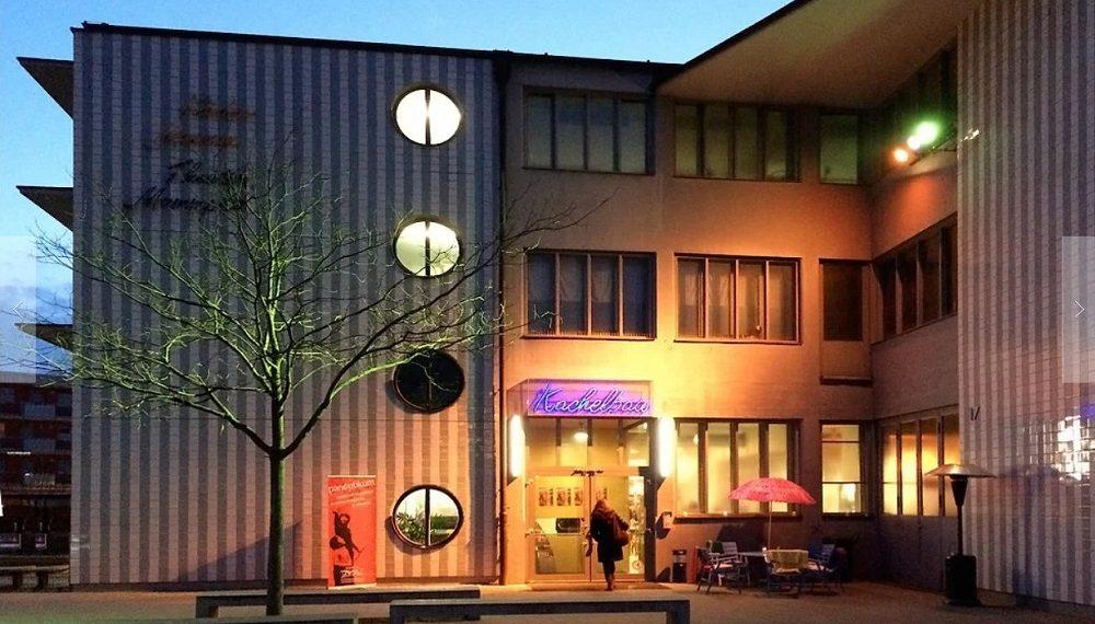 Auf dem Foto sieht man den Kachelbau in Nürnberg, in dem sich das Theater Mummpitz befindet.